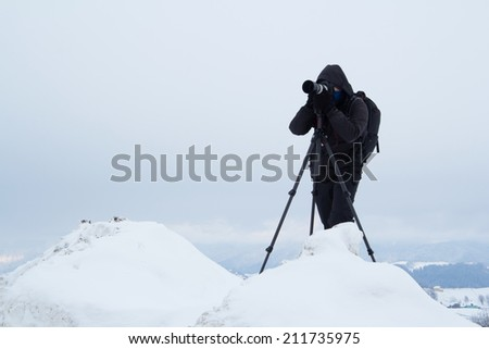 Nature and landscape photographer during winter