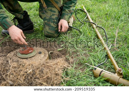 Neutralization of anti-personnel mines soldier.