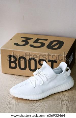 Nuove Adidas Yeezy Impulso 350 V Titolo 2 Stock Foto (A Titolo V Gratuito) 636932464 f3917d