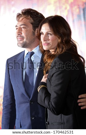 """NEW YORK - AUG 10: Javier Bardem and Julia Roberts attend the premiere of """"Eat Pray Love"""" at the Ziegfeld Theater on August 10, 2010 in New York City. - stock photo"""