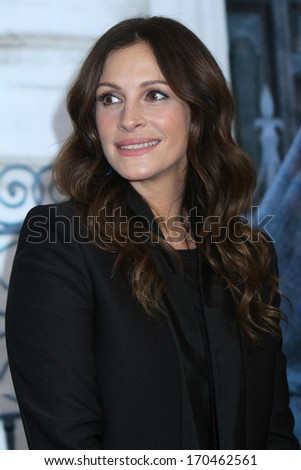 """NEW YORK - AUG 10: Julia Roberts attends the premiere of """"Eat Pray Love"""" at the Ziegfeld Theater on August 10, 2010 in New York City. - stock photo"""