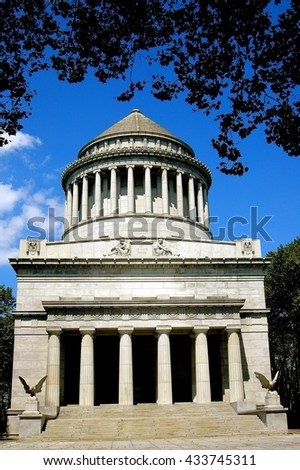New York City - August 16, 2004:   Neo-classical 1897 Grant's Tomb on Riverside Drive