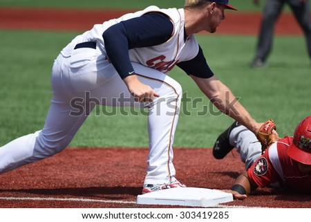 NEW YORK CITY - AUGUST 2 2015: the Brooklyn Cyclones hosted the Batavia Muckdogs at MCU stadium in Coney Island. Cyclones Jeff Diehl puts tag on Muckdogs runner