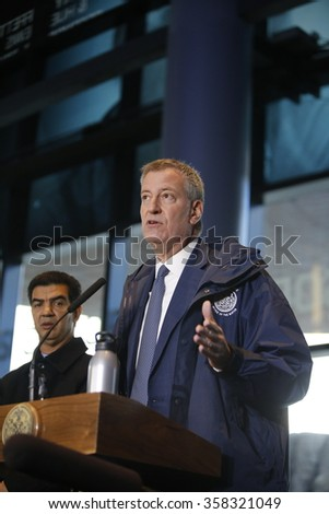 NEW YORK CITY - JANUARY 4 2015: Mayor de Blasio & senator Schumer greeted early morning commuters with information about benefits to lower the cost of mass transit. Barclay's center press conference
