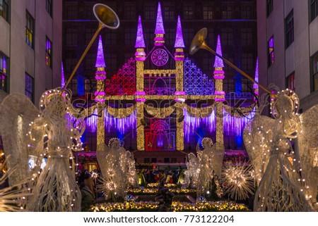 NEW YORK CITY, NY, USA   DECEMBER 23, 2016: Christmas Light Show