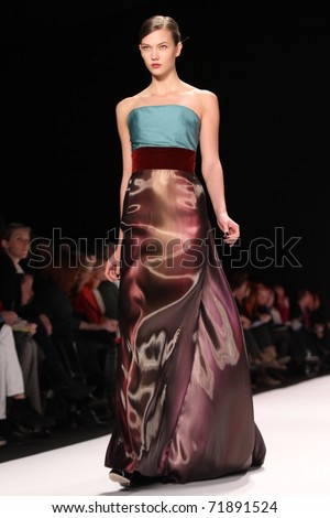 NEW YORK - FEBRUARY 14: Top model Karlie Kloss walks the runway at the Carolina Herrera Fall 2011 Collection presentation during Mercedes-Benz Fashion Week on February 14, 2011 in New York.