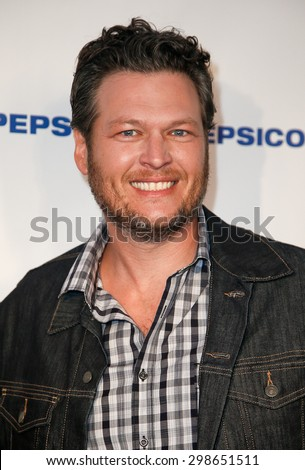 NEW YORK-JAN 31: Country singer Blake Shelton attends PepsiCo Honors Bob Woodruff Foundation with Blake Shelton Concert from #PEPCITY at Bryant Park on January 31, 2014 in New York City. - stock photo