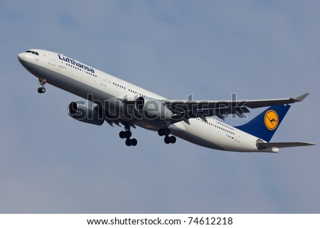 NEW YORK - JANUARY 5: A340-400 Lufthansa on short final to JFK in New York on January 5, 2011. Lufthansa is rated top5 best European airlines and one of the biggest in the world
