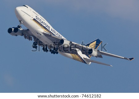 NEW YORK - JANUARY 15: Boeing 747 Singapore Airlines approaching JFK in New York, USA on January 15, 2011. 747-400 most popular cargo plane used by commercial airlines Her nickname: Queen of the sky - stock photo