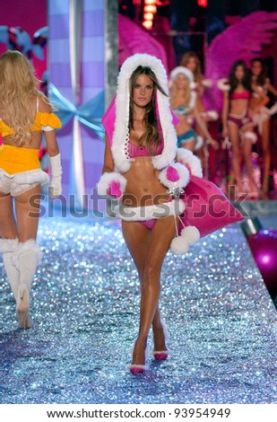 NEW YORK - NOVEMBER 9: Victoria's Secret Fashion model Alessandra Ambrosio walks the runway during the 2010 Victoria's Secret Fashion Show on November 9, 2005 at the Lexington Armory, New York City.