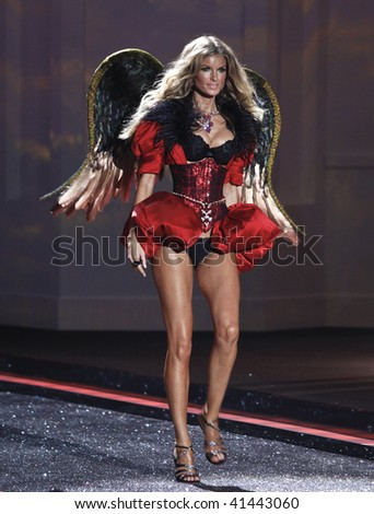 NEW YORK - NOVEMBER 19: Victoria's Secret Fashion Show model Marisa Miller on November 19, 2009 at the Lexington Armory in New York City.