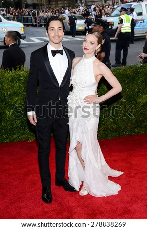 New York, NY  Monday May 04, 2015: Justin Long and Amanda Seyfried attend 'China: Through The Looking Glass' Costume Institute Gala, held at the Metropolitan Museum of Art in New York City, New York. - stock photo