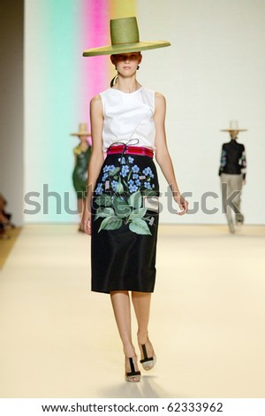 NEW YORK - SEPTEMBER 13: Model Kendra Spears walks the runway at Carolina Herrera collection presentation for Spring/Summer 2011 during Mercedes-Benz Fashion Week on September 13, 2010 in New York