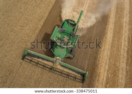 NEZPERCE, IDAHO/USA AUGUST, 9, 2015: John Deere S690 combine harvesting a field of wheat in Idaho. - stock photo