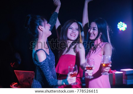 Night club and DJ party with friendsin new year party, dancing and celebrating concept