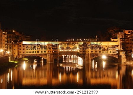 Night view of the famous Ponte Vecchio in Florence