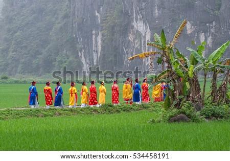 Ninh Binh, Vietnam, October 28, 2016 Women's groups, rural areas, Ninh Binh, Vietnam, went to the pagoda