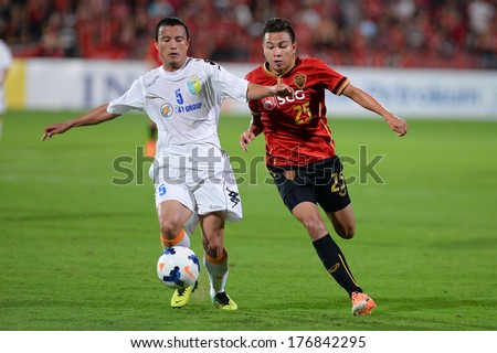NONTHABURI-FEB 8,Nguyen Van Bien(W)of Hanoi runs for the ball during AFC Champions League 2014 between SCG Muangthong utd and Hanoi T&T at SCG Stadium on February8,2014 in Thailand
