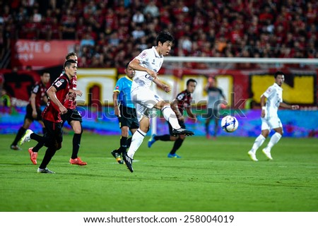 NONTHABURI THAI-FEB 21:Go Seul-ki #7 of Buriram Utd.kicks the ball during the Thai Premier League between SCG Muangthong UTD. and Buriram UTD.at SCG Stadium on February 21,2015 in,Thailand - stock photo