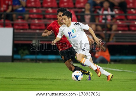 NONTHABURI-THAILAND FEB 8: Nguyen Ngoc Duy #21 (white)of Hanoi T&T in action during the AFC Champions League 2014 between Muangthong utd and Hanoi T&T at SCG Stadium on February 8, 2014 in Thailand