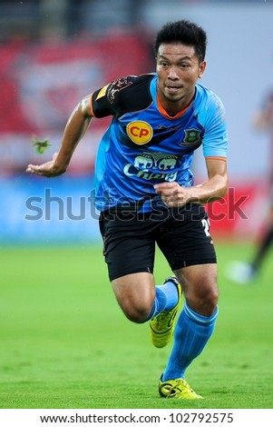 NONTHABURI THAILAND-MAY 17:Narong Jansawek of Army United FC.in action during Thai Premier League between SCG Muangthong Utd.and Army United FC.on May17,2012 in Nonthaburi,Thailand