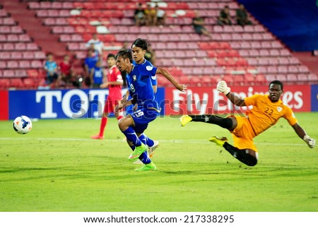 NONTHABURI THAILAND-SEPTEMBER 08:Kissada Krongsee #19 (blue) of Thailand in action during the AFC U-16 Championship between Thailand and Oman at Muangthong Stadium on Sep 08, 2014,Thailand