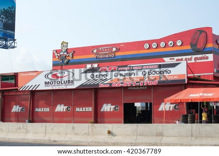 Nonthaburi, Thailand -15 2016 tire shop photos Road No. 3015 in Pathum Thani, about 15 kilometers from downtown. Pathum Thani