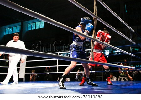 NOVOSIBIRSK - MAY 21: Russian Championship in women's boxing. The final battle between Ochigava Sofia(red) andShadrina Natalia(blue) on May 21, 2011, Novosibirsk Russia