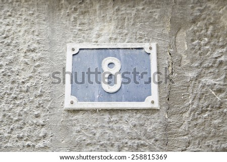 Number eight on the wall of a house, detail of a number of information, even number