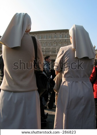 nuns Pilgrims praying and supporting the pop at st. peters square a day before he died - stock photo