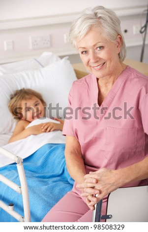 Nurse with child patient in USA Accident and Emergency - stock photo
