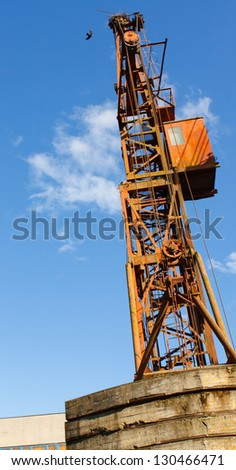 Obsolete hoisting crane