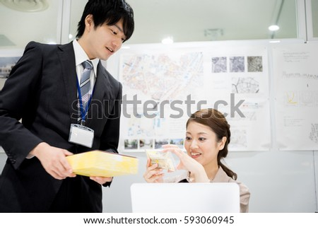 Office / colleague · Inserting (business image)