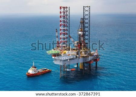 Offshore oil rig drilling platform/Offshore oil rig drilling platform in the gulf of Thailand - stock photo