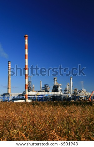 oil refinery construction in day