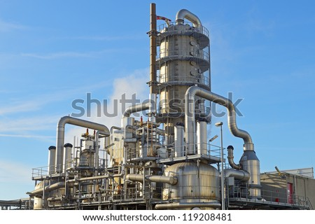 oil refinery distillation tower