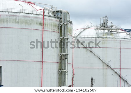 oil storage and pipelines