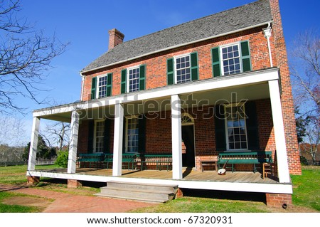 Old American Tavern: The Clover Hill Tavern was built in 1819 and was restored in 1954 as part of Appomattox Courthouse National Park, Virginia. - stock photo