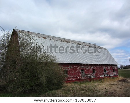 Old Classic Red Peeling Paint Barn/ Old Classic Red Peeling Paint Barn/ Old Classic Red Peeling Paint Barn