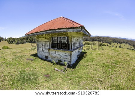 Old hut located on a hill on Lyrebird Ridge road in Springbrook