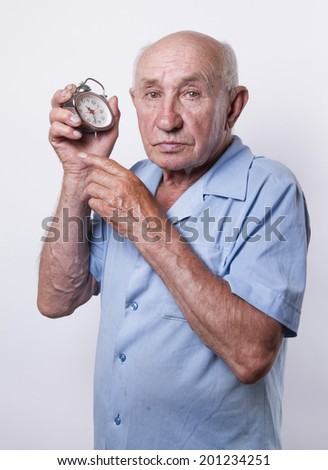 old man points to the alarm clock