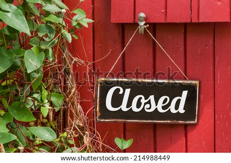 Old metal sign with the inscription Closed - stock photo