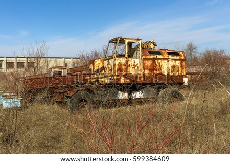 old rusty truck thrown desert car stock photo 599384750 shutterstock. Black Bedroom Furniture Sets. Home Design Ideas