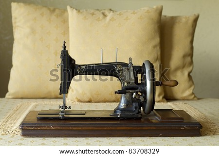 old sewing machine from the early '900