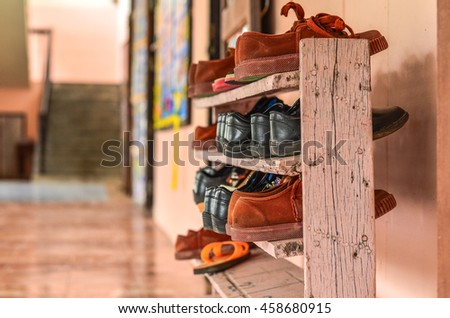 old student shoes on rack made of old wood painted pink Creative adaptations to take advantage