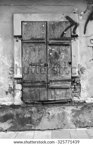 Old, wooden window (black and white)