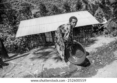 OMO, ETHIOPIA - SEPTEMBER 21, 2011: Unidentified Ethiopian girl with a basin in the street. People in Ethiopia suffer of poverty due to the unstable situation