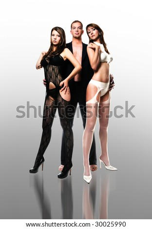 One men with two woman/threesome/Super model group