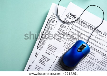 Online tax form concept with blue mouse over 1040 tax form
