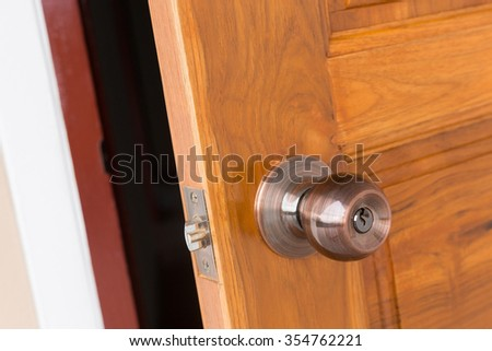 open door door knob and keyhole on wooden door close up image & Open Door Door Knob Keyhole On Stock Photo (Safe to Use) 354762221 ...